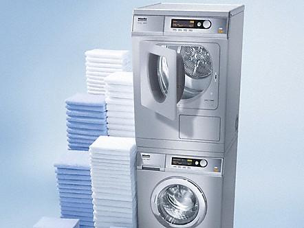 Colonna lava asciuga tutti i vantaggi delle asciugatrici for Lavatrice e asciugatrice a colonna